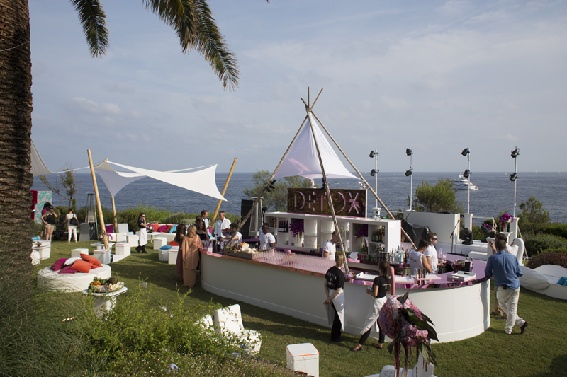 Detox bar at a wedding overlooking the sea.