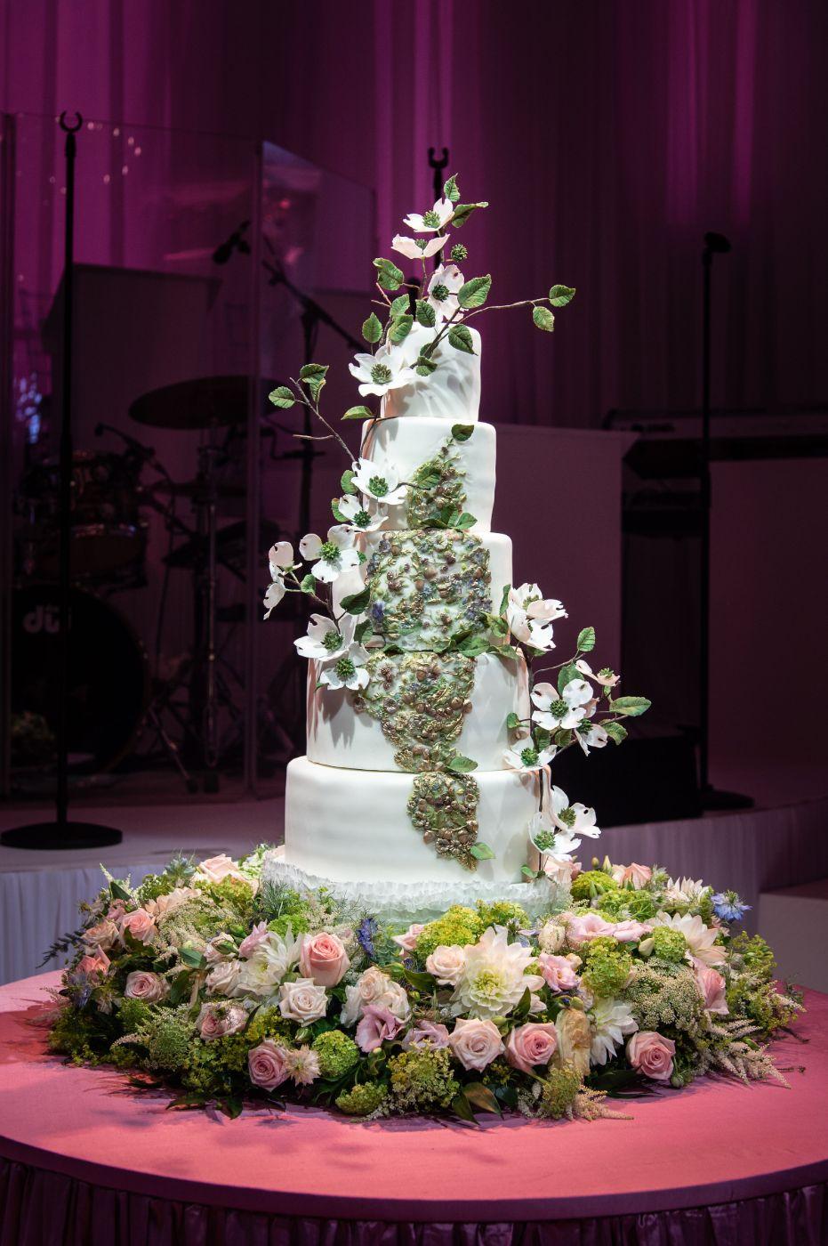 Nature themed wedding cake.