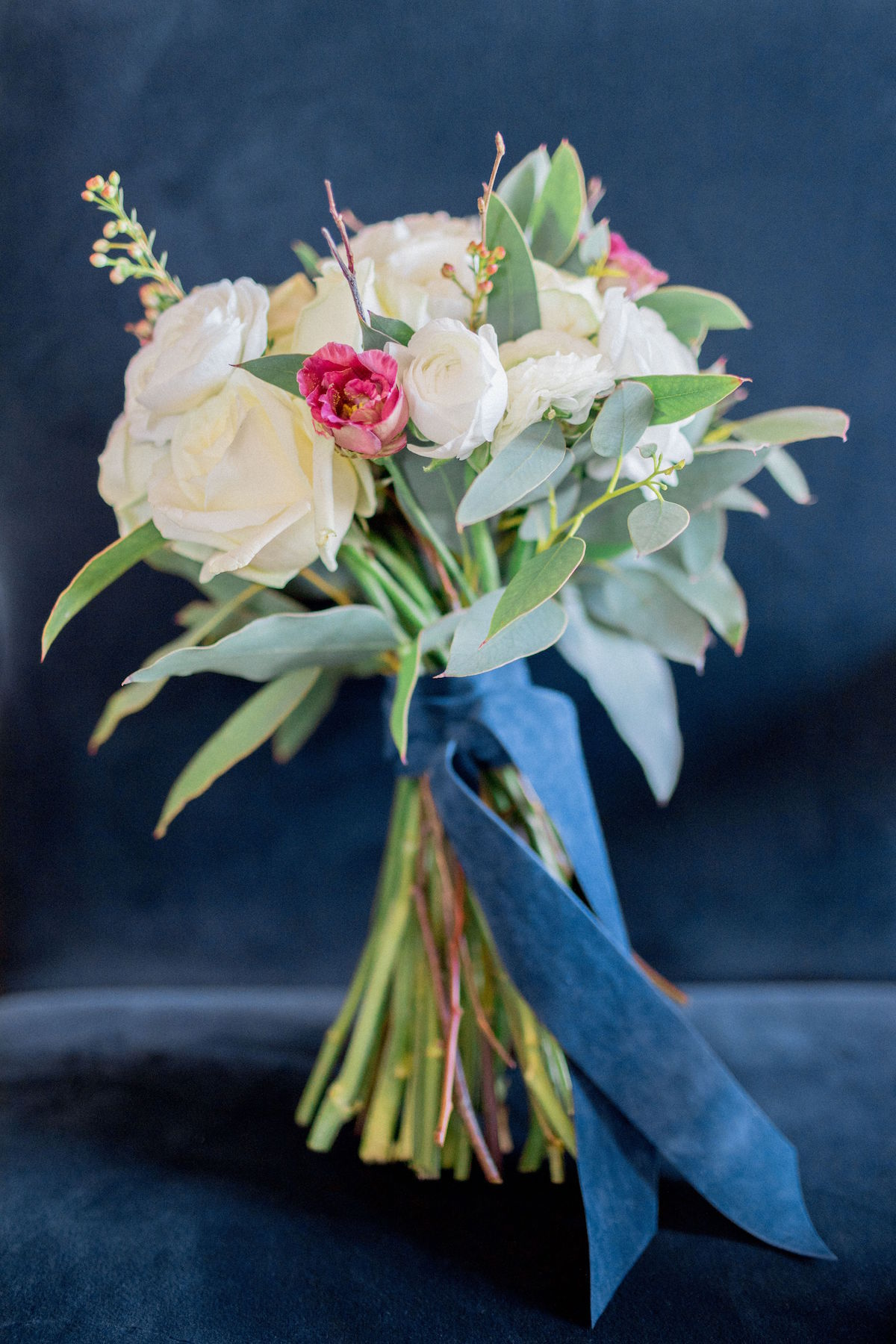 Rose bouquet with blue velvet ribbon