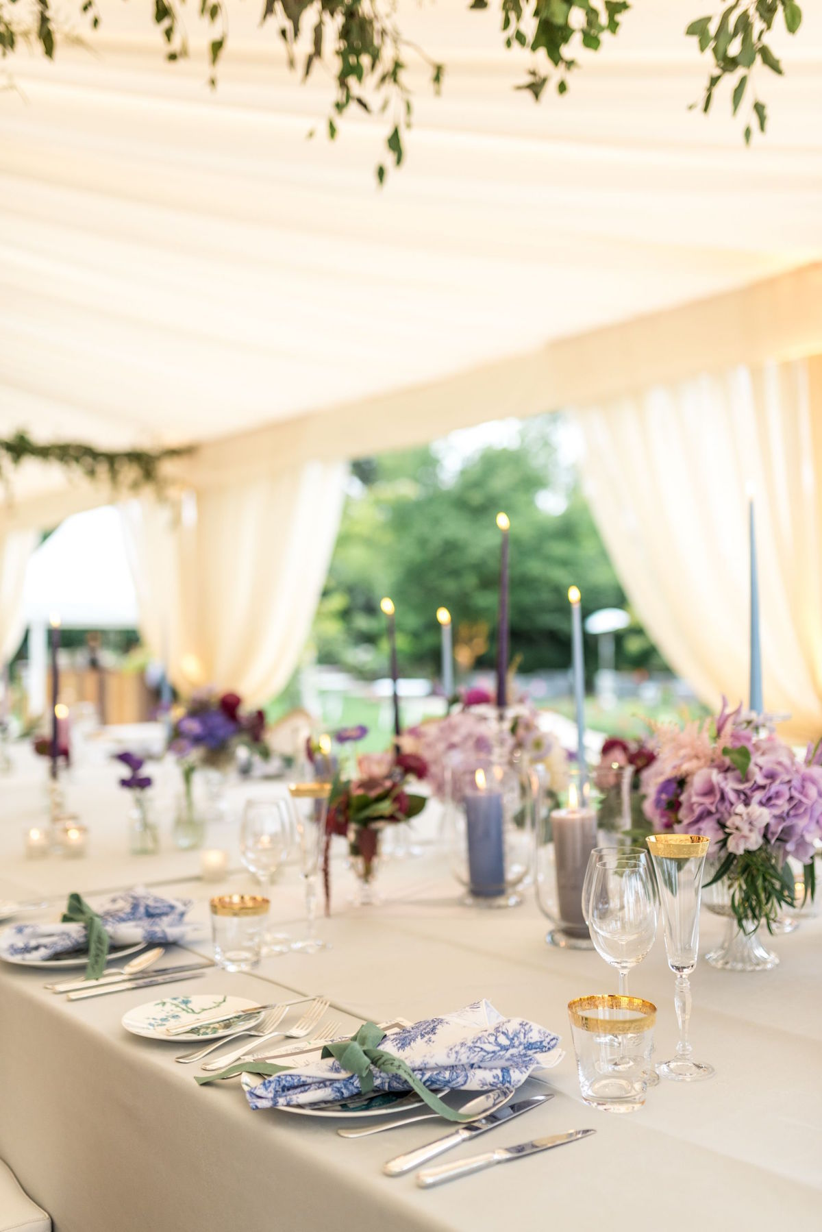 pastel reception décor with toile napkins