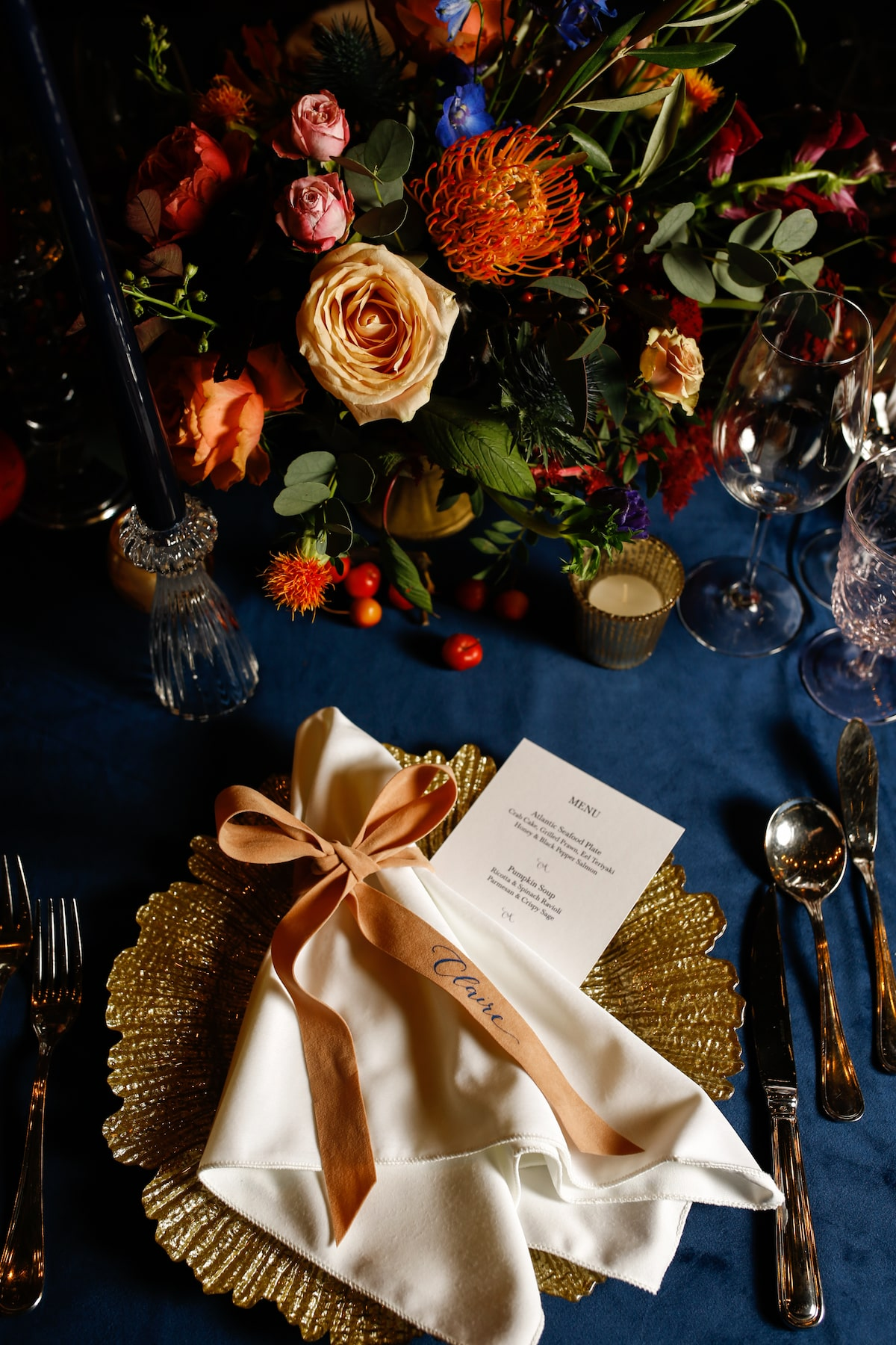 autumnal wedding table décor velvet linens