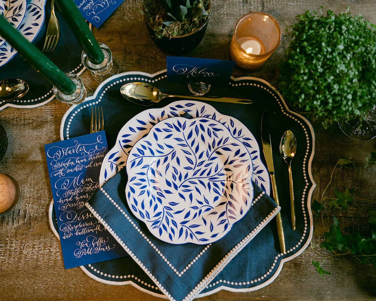 french-wedding-inspiration-with-an-irish-twist-blue-and-green-table-décor