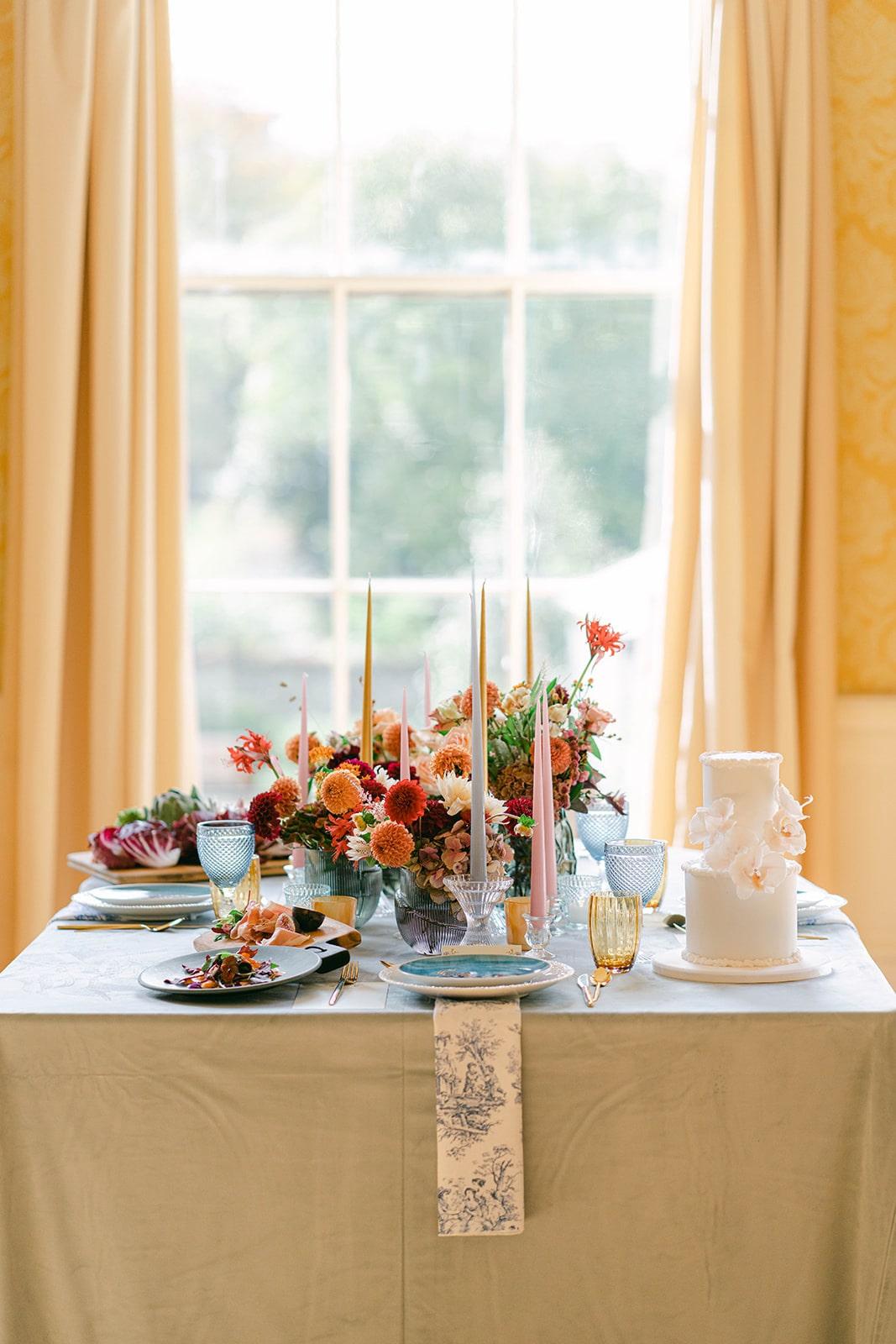 contemporary vintage wedding table décor