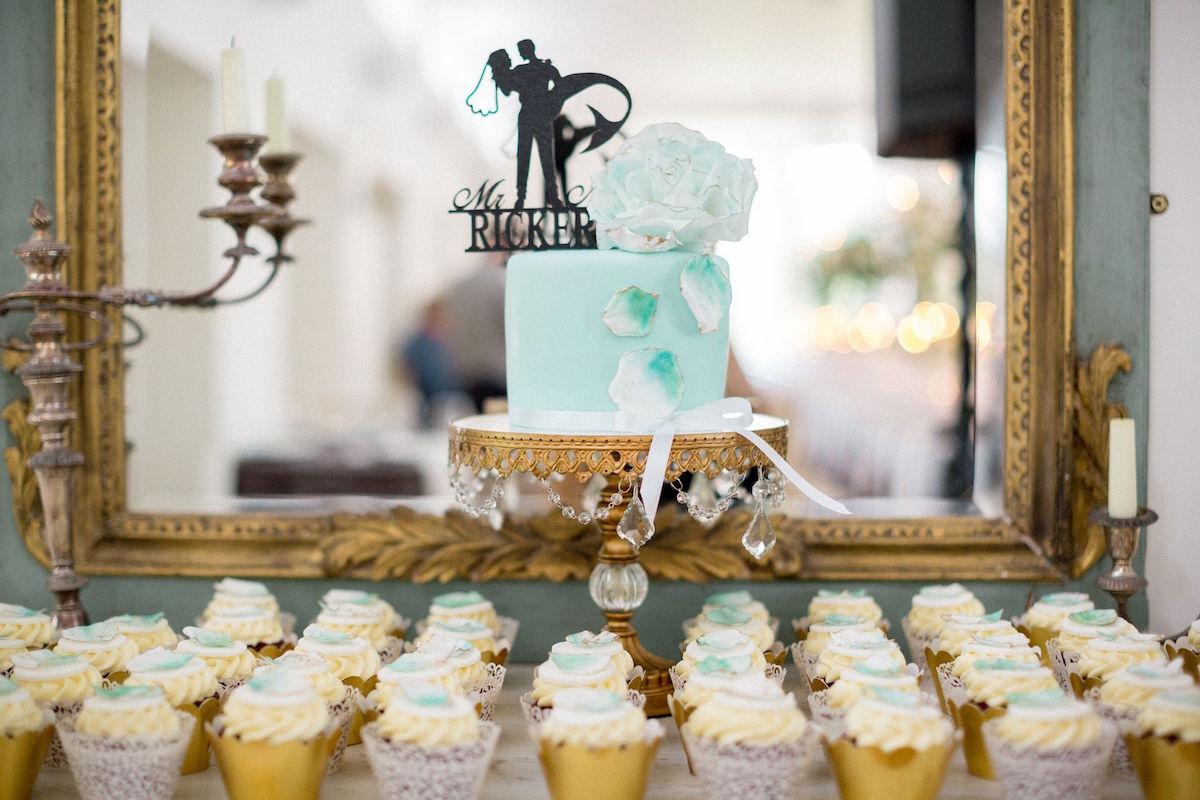 Gloster House green wedding cake